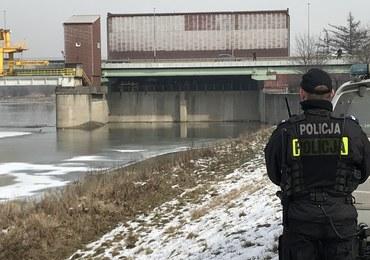 Policja: Przy ciele wyłowionym z Wisły znaleziono dokumenty Piotra Kijanki
