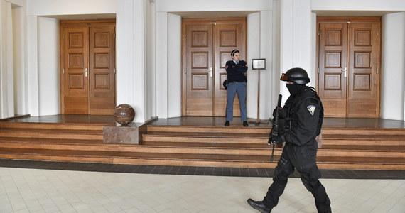 """Dziennik """"Lidove Noviny"""" napisał, że czeskie służby specjalne boją się o życie, czekającego w areszcie na ekstradycję do USA lub Rosji rosyjskiego hakera Jewgienija Nikulina. Może on zostać otruty lub porwany - ostrzegają """"LN""""."""