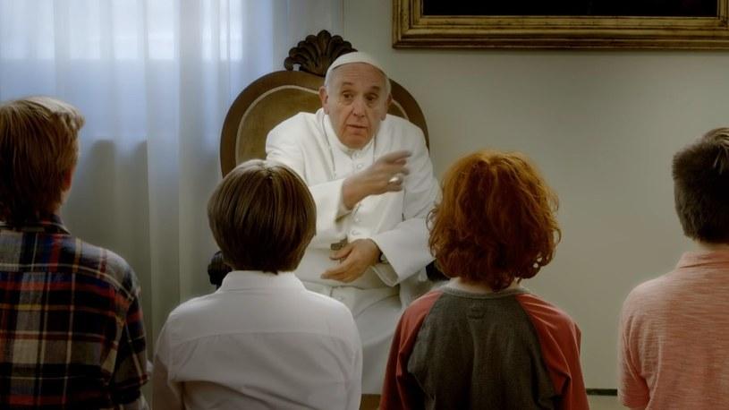 """Jesteście najcenniejszym skarbem, o który musimy się zatroszczyć"""" –  to przesłanie papieża Franciszka dla najmłodszych. Z myślą o nich powstał film przygodowy, w którym wystąpił papież."""