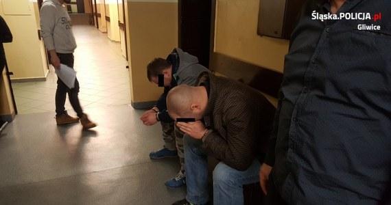 Już 20 osób zostało zatrzymanych w związku z sobotnimi burdami na stadionie Piasta w Gliwicach. Dziś do policyjnego aresztu trafili kolejni podejrzani. Odpowiedzą m.in. za zniszczenie mienia, naruszenie nietykalności policjantów, a niektórzy także czynną napaść na nich.