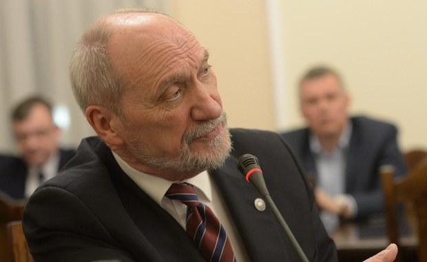 Informacja, że podkomisja badająca katastrofę smoleńską nie opublikuje raportu w ósmą rocznicę katastrofy, nie ma nic wspólnego z prawdą - powiedział przewodniczący podkomisji smoleńskiej, były szef MON Antoni Macierewicz, odnosząc się do artykułu portalu wPolityce.pl.