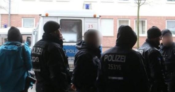 Niejasne są okoliczności tragedii, jaka rozegrała się w jednym z mieszkań w Berlinie. Matka znalazła ciężko ranną 14-letnią córkę. Dziewczyna miała 20 ran kłutych. Niestety, dziecka nie udało się uratować.