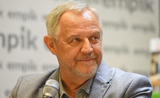 68-letni aktor Marek Kondrat ogłosił, że on i jego partnerka Antonina Turnau zostali rodzicami. Para potwierdziła nowinę w rozmowie z portalem pudelek.pl.