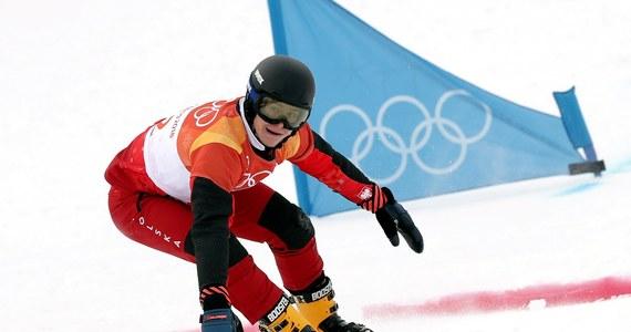 Oskar Kwiatkowski (AZS Zakopane) zajął w sobotę drugie miejsce w slalomie gigancie równoległym snowboardowego Pucharu Świata w szwajcarskim Scuol. Tym samym został pierwszym Polakiem w historii tej dyscypliny, który stanął na podium tego cyklu w konkurencjach alpejskich. W półfinale pokonał mistrza olimpijskiego z Pjongczangu i wicemistrza z Soczi, reprezentanta gospodarzy Nevina Galmariniego. W finale 21-letni zakopiańczyk przegrał ze starszym o sześć lat Słoweńcem Timem Mastnakiem. Na 32. pozycji wśród 52 zawodników uplasował się Michał Nowaczyk (AZS Zakopane).