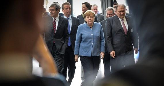 """Długi proces formowania rządu w Niemczech sprawił, że wbrew oczekiwaniom kanclerz Angela Merkel i prezydent Francji Emmanuel Macron nie mają na marcowy szczyt UE wspólnych propozycji reform Wspólnoty - pisze w najnowszym wydaniu tygodnik """"Spiegel"""". """"Sprawa jest odwołana"""" - powiedział tygodnikowi jeden z urzędników UE o zapowiadanych w grudniu planach przedstawienia niemiecko-francuskich propozycji reform na zbliżającym się szczycie UE w drugiej połowie marca. """"Nie ma niestety nic do ogłoszenia""""."""