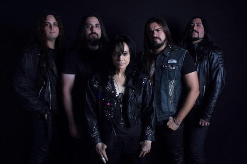 Leather, solowy projekt amerykańskiej wokalistki Leather Leone, przypomni o sobie drugim albumem.