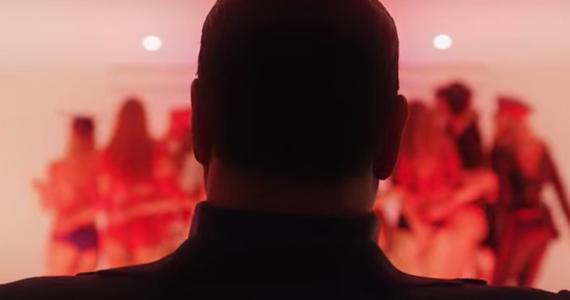 """Paolo Sorrentino - twórca takich filmów jak """"Wielkie piękno"""", """"Młodość"""" i popularnego serialu """"Młody papież"""" nakręcił film fabularny o byłym premierze Włoch Silvio Berlusconim. Do sieci trafił pierwszy zwiastun tego obrazu."""