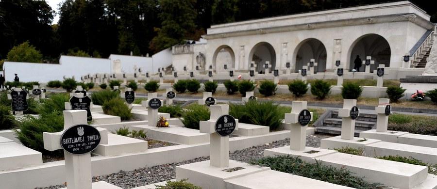 Wbrew planom rządu, nie będzie w tym roku generalnego remontu Cmentarza Orląt Lwowskich. Mimo zapewnionych pieniędzy w budżecie i zatwierdzonej koncepcji przebudowy lwowską nekropolię czeka jedynie remont kosmetyczny.