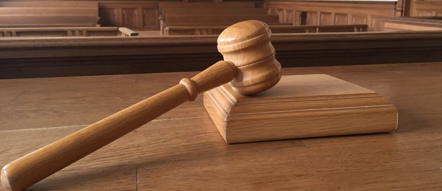 Koniec śledztwa w sprawie zorganizowanej grupy przestępczej, która m.in. handlowała ludźmi i wymuszała pieniądze. Na ławie oskarżonych zasiądą trzy osoby. Prokuratura w Katowicach właśnie skierowała do sądu akt oskarżenia w tej sprawie.