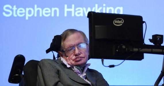 W wieku 76 lat zmarł wybitny brytyjski naukowiec, astrofizyk, profesor Stephen Hawking. O jego śmierci poinformowała rodzina. Od lat cierpiał na stwardnienie zanikowe boczne. Porozumiewał się ze światem za pomocą syntezatora mowy. Chociaż fascynował go Kosmos, powtarzał, że nie wybrałby się w to miejsce, ponieważ z niego nie ma powrotu.