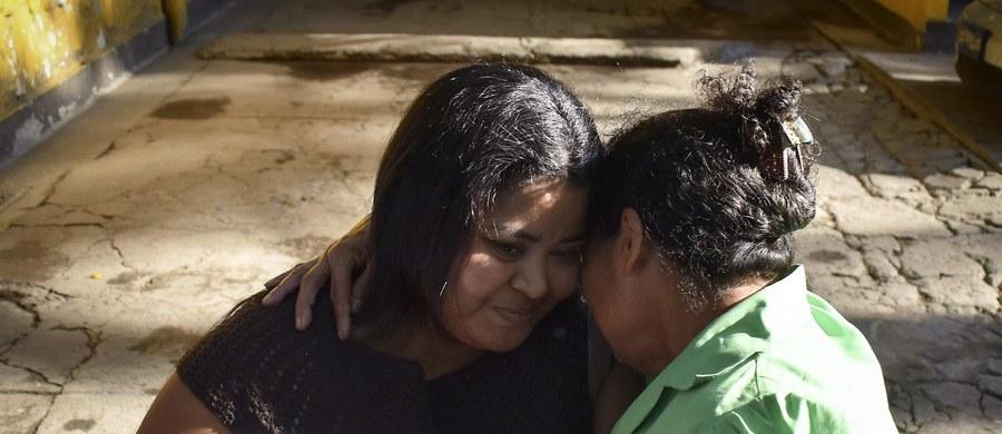 34-latka z Salwadoru wyszła na wolność po piętnastu latach spędzonych w więzieniu; odbywała karę za aborcję. Wyrok Mairi Figueroa został skrócony o połowę. W Salwadorze aborcja jest zakazana.