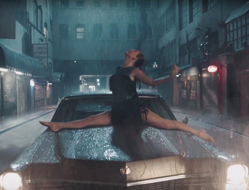 """Teledysk Taylor Swift - """"Delicate"""" - wywołał spore poruszenie wśród jej fanów. Co jej sympatycy odnaleźli na drugim planie klipu?"""