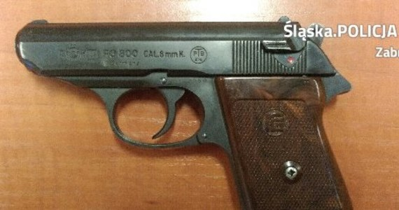 52-letni mieszkaniec Zabrza został zatrzymany za nielegalne posiadanie broni. Mężczyzna przyszedł na zakupy z pistoletem gazowym.