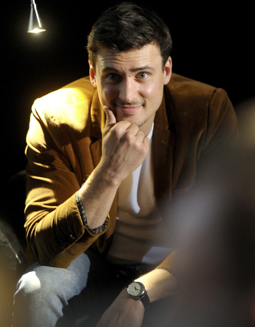 """Nie należy go pokazywać swoim dorastającym dzieciom. Tak o serialu """"Big Mouth"""" mówi Mateusz Damięcki. Aktor zna tę produkcję bardzo dobrze, bo... użyczał w niej głosu głównemu bohaterowi."""