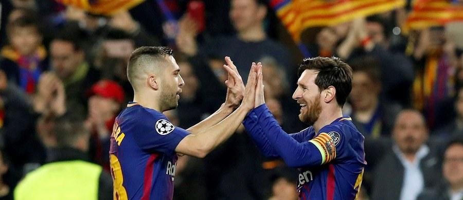 Bayern Monachium, którego piłkarzem jest Robert Lewandowski, i Barcelona uzupełniły w środę stawkę ćwierćfinalistów Ligi Mistrzów. Losowanie par odbędzie się w piątek.