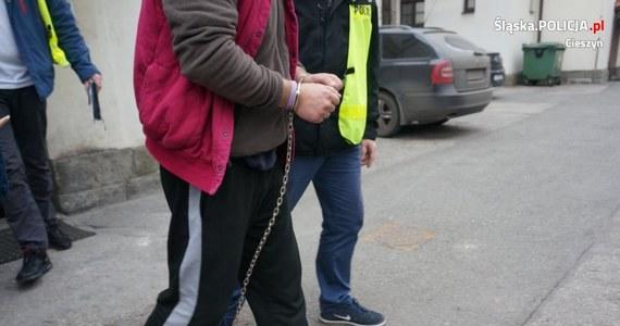 Do 10 lat więzienia grozi trzem złodziejom, którzy w minioną niedzielę okradli bankomat w Cieszynie. Prokurator postawił im zarzut kradzieży z włamaniem, a sąd aresztował podejrzanych na 3 miesiące.