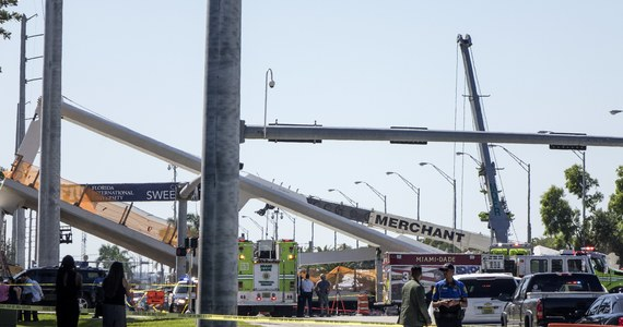 Co najmniej cztery osoby zginęły, a dziewięć zostało rannych, po tym jak w pobliżu Miami na Florydzie zawalił się most. Wcześniej informowano o śmierci nawet dziesięciu osób. Cały czas na miejscu wypadku pracują ekipy straży pożarnej i służb ratunkowych, poszukując ofiar. Do katastrofy budowlanej doszło doszło na terenie kampusu uniwersytetu Florida International University.