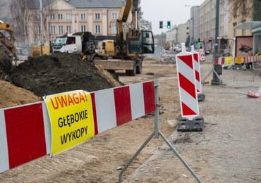 Warszawa: Pocisk moździerzowy odnaleziony na pl. Krasińskich, ewakuowano kilkadziesiąt osób