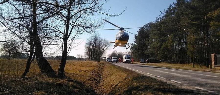 Samochód osobowy wjechał w grupę rowerzystów ze szkółki kolarskiej w Nowym Dworze Mazowieckim. Do wypadku doszło w Kałuszynie. Cztery osoby zostały ranne, w tym jedna ciężko.