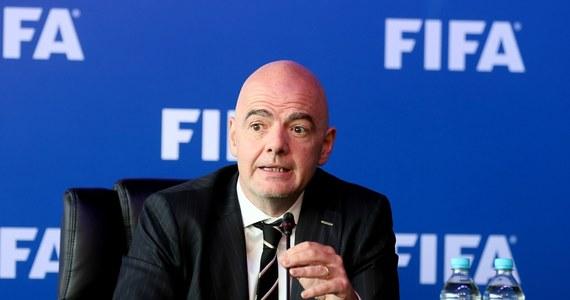 Międzynarodowa Federacja Piłkarska zatwierdziła wprowadzenie w tegorocznych mistrzostwach świata w Rosji systemu VAR, umożliwiającego sędziom wgląd do powtórek przy kontrowersyjnych sytuacjach na boisku - oświadczył prezydent FIFA Gianni Infantino.
