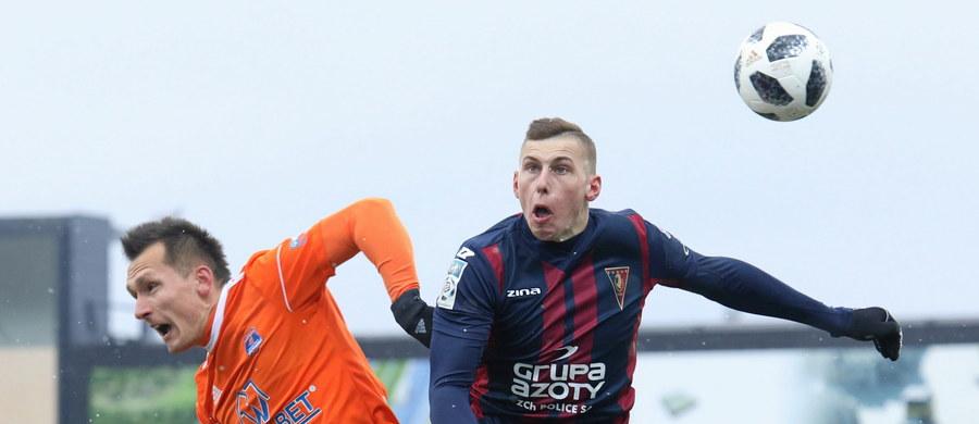 Pogoń Szczecin pokonała 4:2 w Niecieczy Bruk-Bet Termalikę w meczu 28. kolejki piłkarskiej ekstraklasy. Dla gospodarzy była to trzecia kolejna porażka.