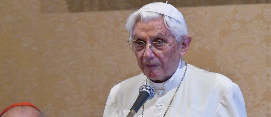 W związku z polemiką i krytyką pod adresem służb prasowych Watykanu opublikowały one pełną treść listu emerytowanego papieża Benedykta XVI na temat swego następcy, Franciszka. Okazało się, że wcześniej zatajono dwa fragmenty listu.