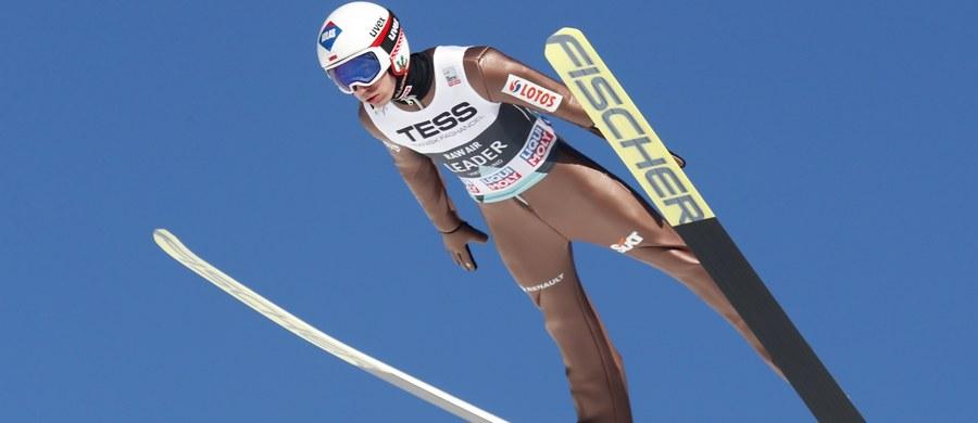 Już dzisiaj  na mamucie w norweskim Vikersund Kamil Stoch może sobie zapewnić zwycięstwo w klasyfikacji generalnej Pucharu Świata w skokach narciarskich w sezonie 2017/18. Aby tak się stało, musi zająć w ostatnim konkursie cyklu Raw Air minimum trzecie miejsce.