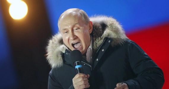 Na Władimira Putina głosowało 76,67 proc. wyborców - takie są niepełne, po podliczeniu głosów z 99,8 proc. komisji wyborczych, wyniki rosyjskich wyborów prezydenckich. Według nich, jak podała Centralna Komisja Wyborcza, frekwencja wyniosła 67,4 proc. Najnowsze dane CKW wskazują, że wynik uzyskany przez Putina jest wyższy niż w jakichkolwiek poprzednich wyborach prezydenckich, w których brał on udział.