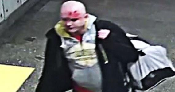 Poszukiwany jest sprawca pobicia na dworcu w Częstochowie. Ofiarą jest kierownik jednego z pociągów. Policja opublikowała dziś wizerunek napastnika.