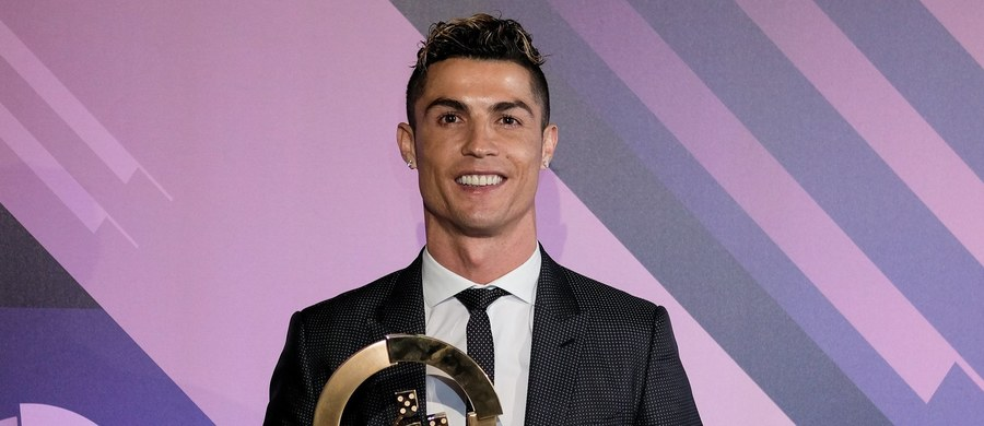 """Cristiano Ronaldo zwyciężył w plebiscycie """"Quinas de Oro"""" na najlepszego portugalskiego piłkarza w 2017 roku. Napastnik Realu Madryt wygrał wspólne głosowanie przedstawicieli rodzimej federacji (FPF) oraz związków trenerów i piłkarzy."""