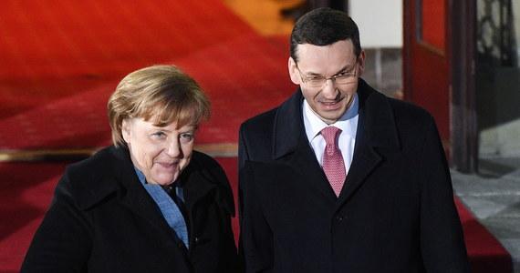 """Szansa na nowe otwarcie w relacjach Polski i Niemiec pojawi się dopiero wtedy, gdy obie strony zdołają przyznać się do popełnionych błędów i zmienią swoje postępowanie - konstatuje """"Tagesspiegel"""" po poniedziałkowej wizycie kanclerz Niemiec Angeli Merkel w Warszawie. """"Do tanga trzeba dwojga"""" - pisze niemiecki dziennik."""