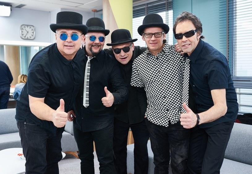 """Poniżej możecie zobaczyć teledysk """"Nie oddam kota"""", którym grupa Czarno Czarni promuje nowy album."""
