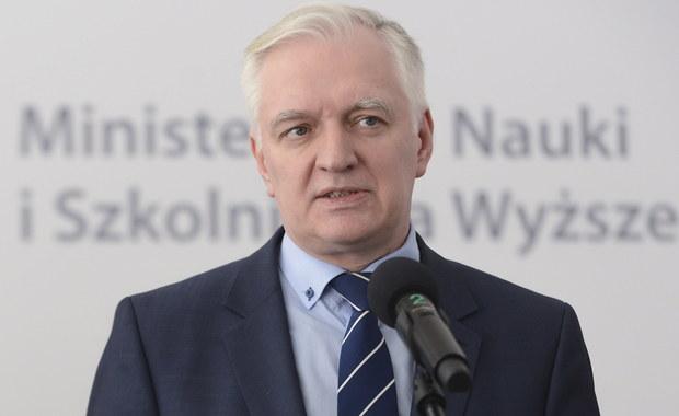 Szef resortu nauki Jarosław Gowin poinformował na Twitterze, że na wtorkowym posiedzeniu rząd przyjął tzw. Konstytucję dla Nauki, czyli projekt ustawy o szkolnictwie wyższym i nauce.