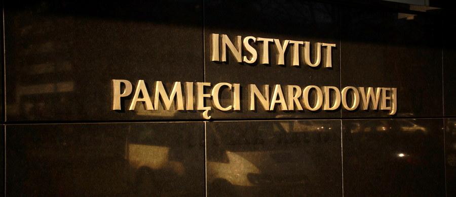 Już 54 zawiadomienia o możliwości złamania nowej ustawy o Instytucie Pamięci Narodowej trafiły do pionu śledczego Instytutu - dowiedział się dziennikarz RMF FM. Śledczy muszą zdecydować o wszczęciu bądź odmowie wszczęcia śledztwa w ciągu miesiąca od zarejestrowania zgłoszeń.