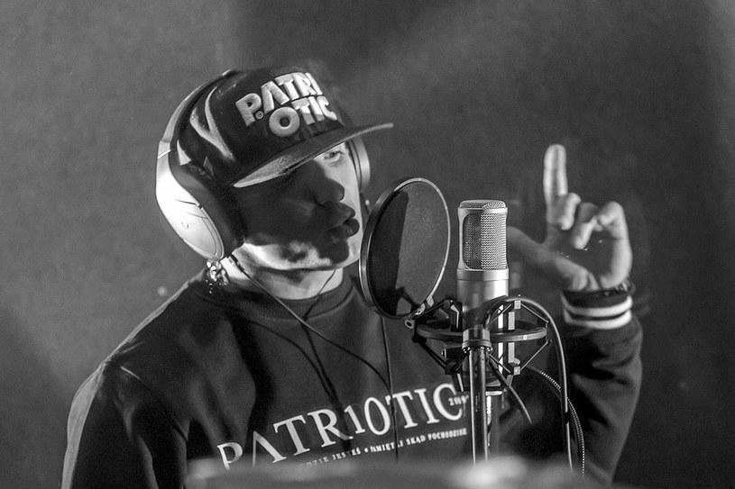 Śmierć 39-letniego Chady wywołała szok na polskiej scenie rapowej. W okoliczności śmierci nie dowierza jego przyjaciel, Waldemar Kasta.