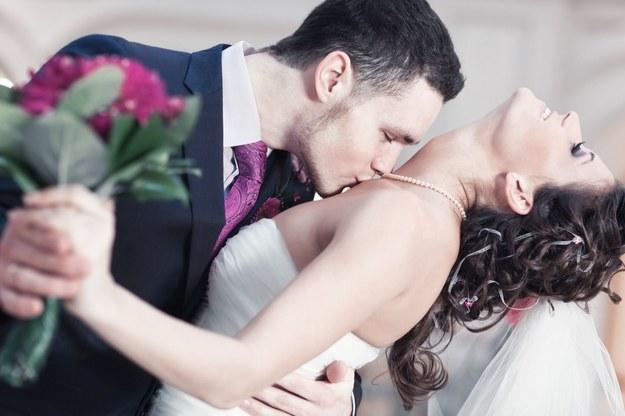 Prezent ślubny - ile włożyć do koperty?