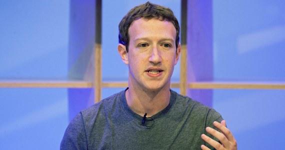 """Szef Facebooka Mark Zuckerberg oświadczył w wywiadzie dla telewizji CNN, że """"jest mu naprawdę przykro"""" z powodu """"poważnego naruszenia zaufania"""" i wykorzystania danych użytkowników przez firmę Cambridge Analytica. Podobne wyrazy ubolewania złożyła Sheryl Sandberg - nr 2 w kierownictwie Facebooka."""