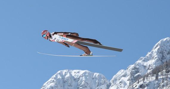 Dawid Kubacki uzyskał 224,5 m i zajął trzecie miejsce w kwalifikacjach do piątkowego konkursu Pucharu Świata w skokach narciarskich w słoweńskiej Planicy. W pierwszej serii wystąpi pięciu Polaków.