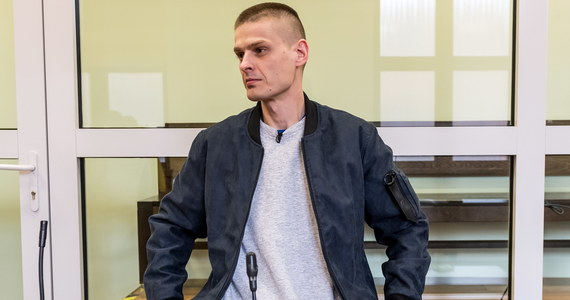 Wrocławski sąd pozytywnie rozpatrzył wniosek Tomasza Komendy o to, by nie umieszczać ponownie jego danych w Rejestrze Sprawców Przestępstw na Tle Seksualnym. Tomasz Komenda, który w 2004 r. prawomocnie został skazany na 25 lat więzienia za zabójstwo i zgwałcenie 15-latki, odsiadywał wyrok 25 lat więzienia w Zakładzie Karnym w Strzelinie. W ubiegłym tygodniu został przez sąd penitencjarny przy Sądzie Okręgowym we Wrocławiu warunkowo zwolniony z odbywania kary i wyszedł na wolność. Według prokuratury - która zgromadziła nowe dowody w tej sprawie - mężczyzna nie popełnił zbrodni, za którą został skazany.