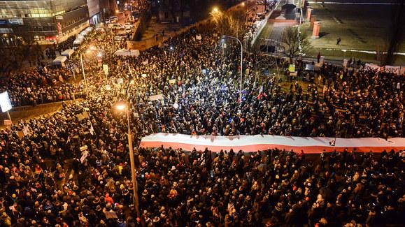 """""""Czarny piątek"""". Ratusz podał liczbę protestujących"""