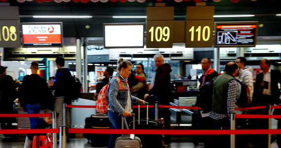 Kilkudziesięciu pasażerów samolotu Air France lecącego z Paryża do Sofii nie zostało po przylocie poddanych kontroli paszportowej. Do incydentu tego doszło w środę, co w piątek potwierdził minister spraw wewnętrznych Walentin Radew.