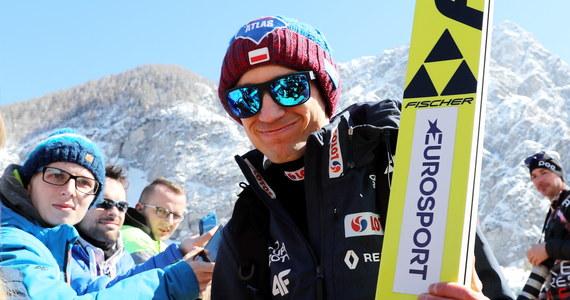 W Planicy odbędzie się ostatni w tym sezonie konkurs drużynowy Pucharu Świata w skokach narciarskich. Polacy walczą o drugie miejsce w Pucharze Narodów. Obecnie zajmują je Niemcy, którzy mają 110 punktów przewagi.