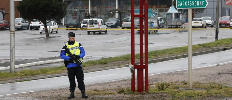 Francuska policja zatrzymała 17-letniego przyjaciela sprawcy piątkowego zamachu na południu kraju, w którym zginęły cztery osoby, w tym policjant - poinformował w sobotę kierujący śledztwem paryski prokurator Francois Molins.