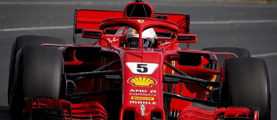 Sebastian Vettel z zespołu Ferrari wygrał wyścig Formuły 1 o Grand Prix Australii, który zainaugurował sezon 2018. Niemiec triumfował na tym torze po raz drugi z rzędu. Łącznie ma w dorobku 48 zwycięstw, a w niedzielę po raz setny stanął na podium.