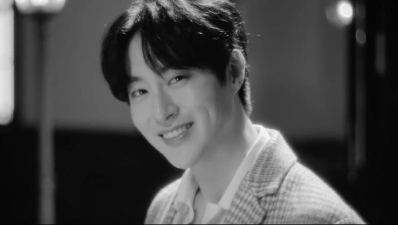 Koreański wokalista Seo Min-Woo oraz członek popularnej formacji 100% zmarł 25 marca w wieku 33 lat. Prawdopodobną przyczyną śmierci było zatrzymanie akcji serca.