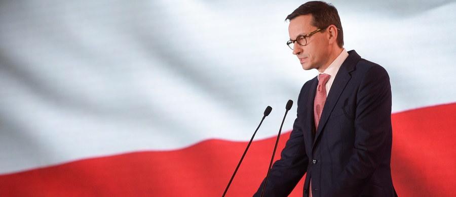"""Grupa 59 czołowych amerykańskich senatorów w liście wystosowanym do premiera Mateusza Morawieckiego zaapelowała o przyjęcie ustawy reprywatyzacyjnej sprawiedliwej wobec polskich Żydów, którzy przeżyli Holokaust i ich rodzin. Senatorowie wyrażają rozczarowanie, że """"Polska jest jedynym poważnym państwem Europy, które do tej pory nie przyjęło narodowej, kompleksowej ustawy przewidującej restytucję mienia bądź odszkodowania za własność prywatną"""", jednak """"żywią nadzieję, że wkrótce to nastąpi""""."""