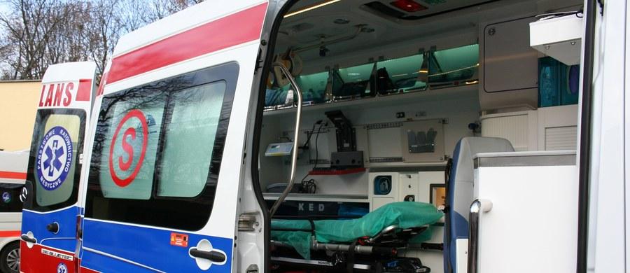 Prokurator zarządził sekcję zwłok mężczyzny, którego ciało znaleziono w pobliżu budynku szpitala w Rybniku na Śląsku. Zwłoki leżące na przyszpitalnym lądowisku zauważyli pracownicy szpitala.