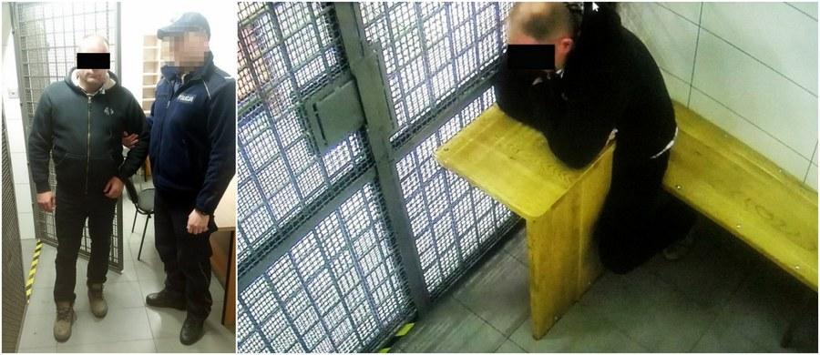 """5 prokuratorskich zarzutów usłyszał 42-letni pirat drogowy z Warszawy, o którego """"wyczynach"""" stało się w ostatnich dniach głośno. Maciej P. ma na koncie m.in. jazdę z dużą prędkością chodnikiem i torowiskiem czy wjazd na rondo na czerwonym świetle. Został zatrzymany w niedzielę: według policji, był wówczas pod wpływem narkotyków."""