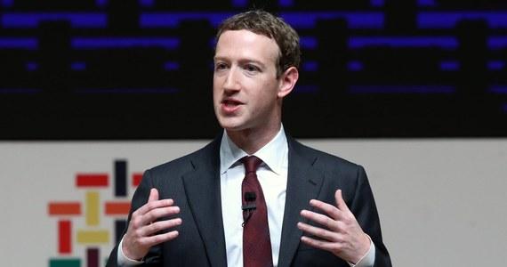 """Brytyjska premier Theresa May wyraziła nadzieję, że Facebook rozumie powagę sytuacji w związku ze skandalem wokół nieuprawnionego użycia danych użytkowników serwisu przez Cambridge Analytica, po tym gdy szef Facebooka odmówił stawienia się w Izbie Gmin. Wcześniej szef komisji Izby Gmin ds. cyfryzacji Damian Collins zdumienie postawą Marka Zuckerberga. """"Apelujemy do niego, by przemyślał to raz jeszcze, jeśli obchodzą go ludzie, którzy korzystają z usług jego firmy"""" - powiedział Collins."""