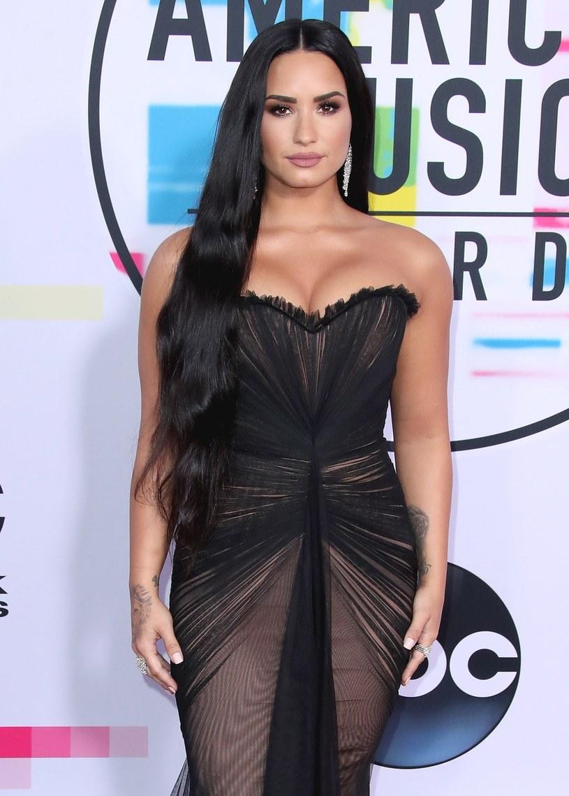 Demi Lovato po raz kolejny udowodniła, że problemy z akceptacją własnego ciała ma już daleko za sobą. Swoim zdjęciem w mediach społecznościowych zachwyciła fanów.